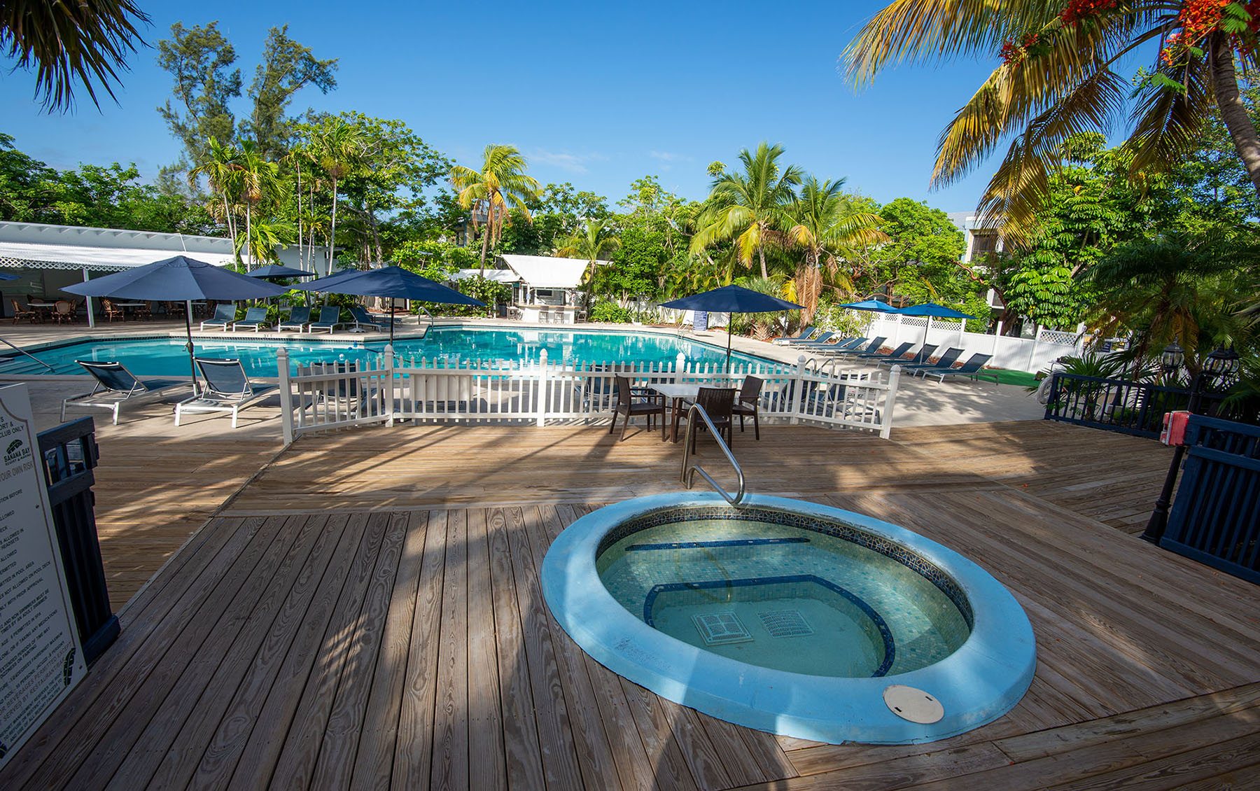 Marathon Key Beach Club spa and pool